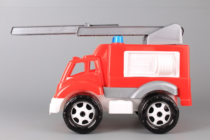 Пожарна кола с подвижна стълба