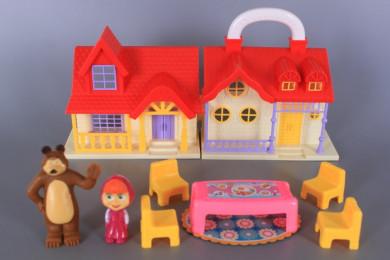 Къща и фигурки на момиченце и мечок