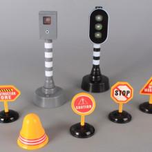 Линейка, светофар, камера и пътни знаци