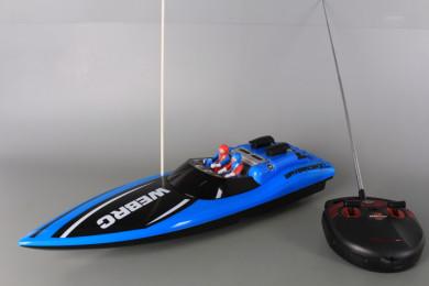 Радиоуправляема лодка със зареждащи се батерии