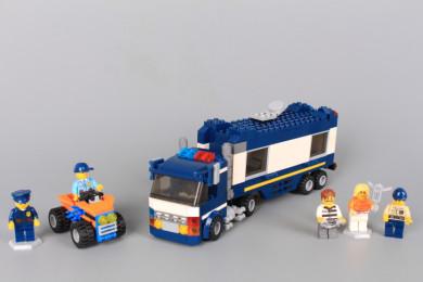 Конструктор Полицейски камион/ робот 2 в 1-403 елемента