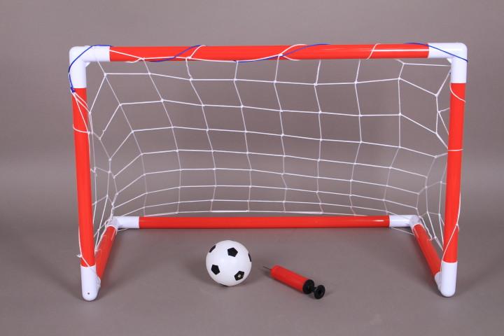 Футболна врата и топка