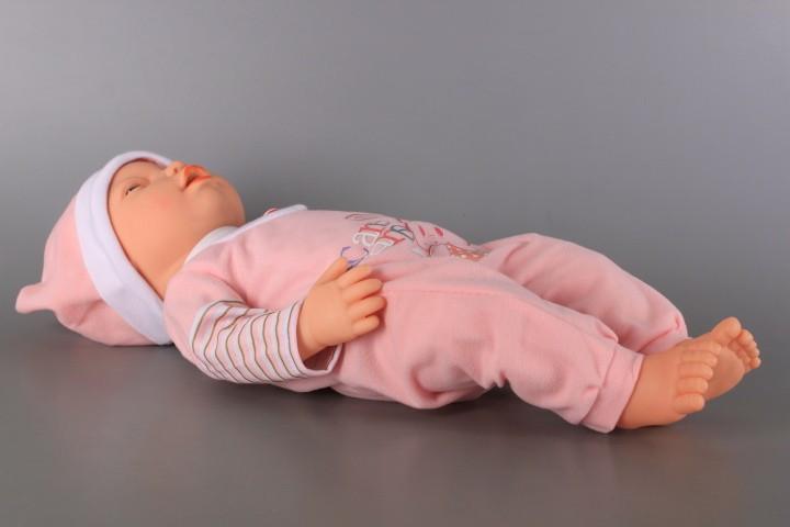 Бебе правещо гримаси